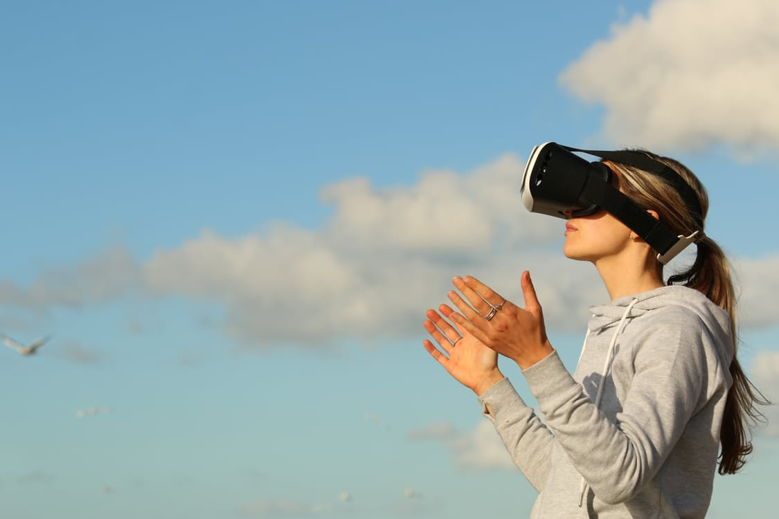 Use augmented reality and virtual reality in content marketing