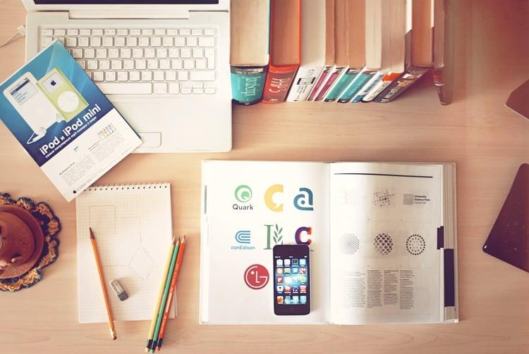 apple-iphone-books-desk-large.jpg