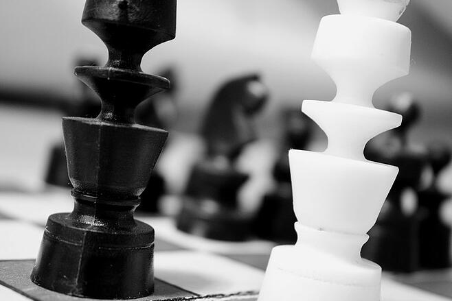 black-and-white-game-match-chess-large.jpg