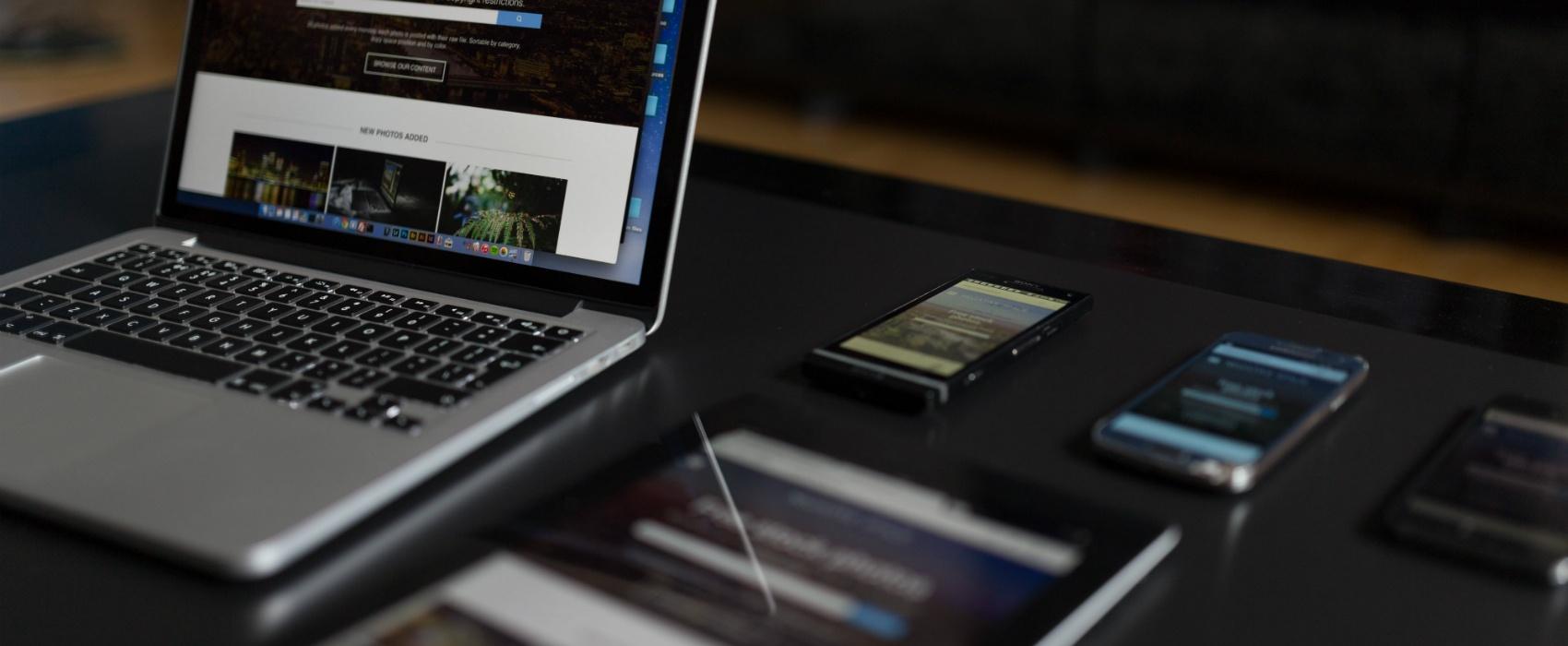 macbook tablet smartphone